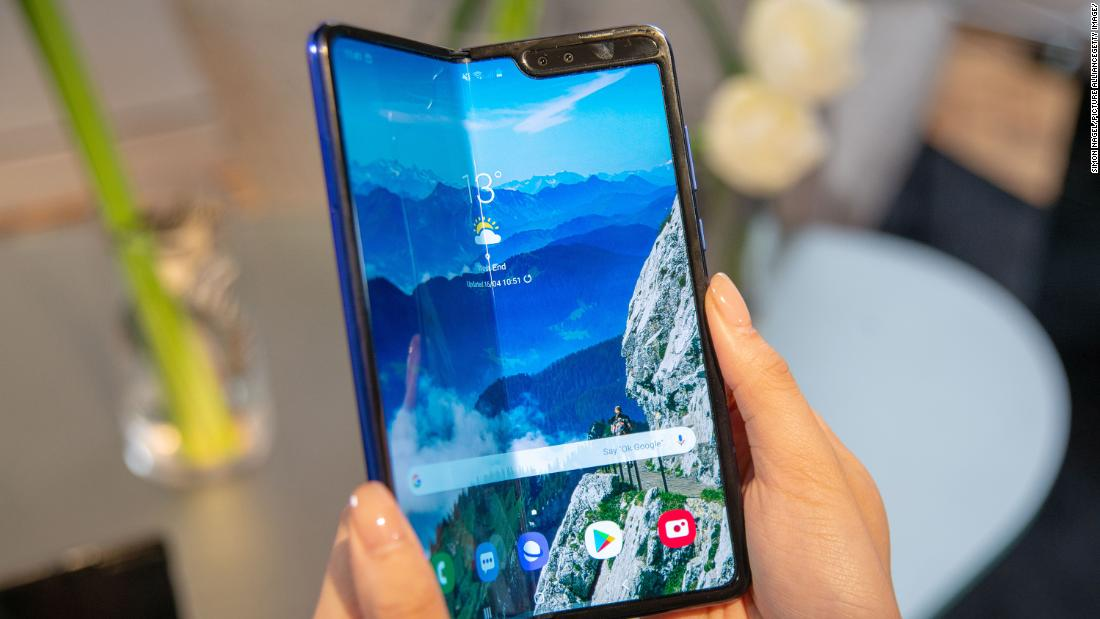Samsung Galaxy Fold Hands-On: Make Peace With a Crease